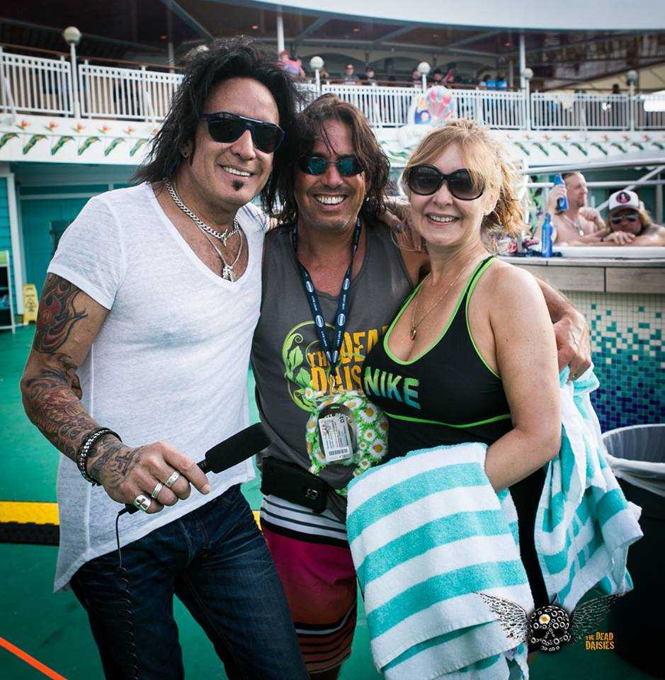 Marco with Daisies fans on Deck.