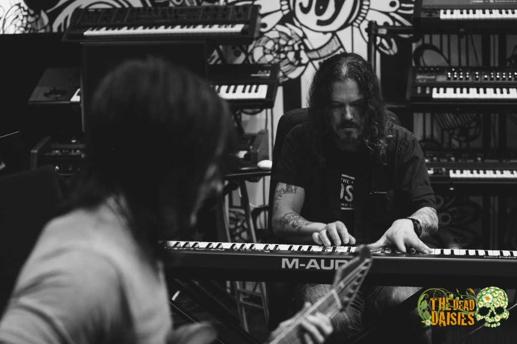 Dizzy Reed is the multi-talented keyboard/vocalist.