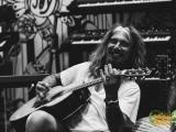 JACK_LWA-12 Crabby acoustic lachend