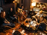 OH-The_Dead_Daisies-01-28-16--8509-2 Songwriting on couch2