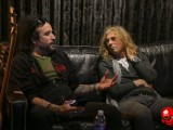 dead daisies 2-10-7339 Marco and David sofa