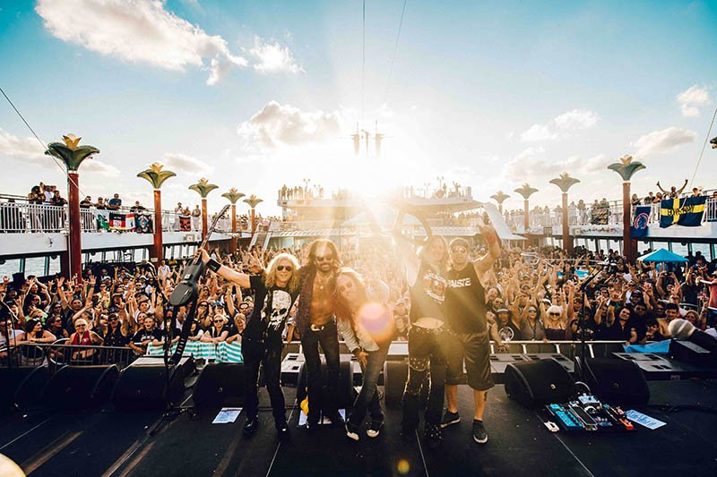 17-The-Kiss-Kruise-VI-23-OH-TDD-06-11-16-2739-Group-shot-pool-deck-stage-USED-IG-TW